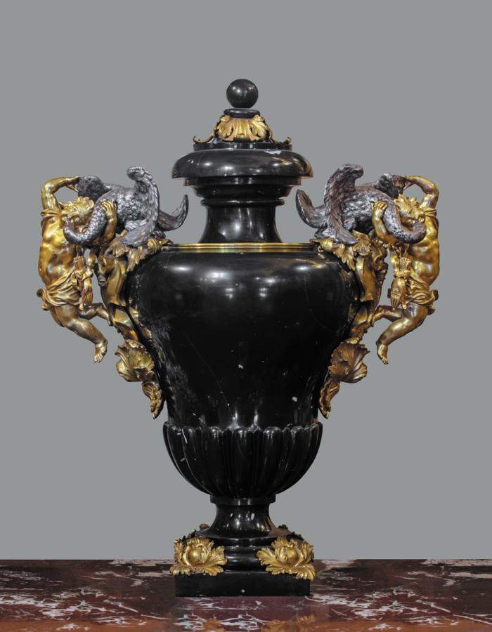 Fig. 22 Massimiliano Soldani Benzi Vaso con manici figurati 1689-1693 circa marmo nero del Belgio, argento e bronzodorato AppartamentiImperiali e Reali,Gallerie degli Uffizi,Firenze
